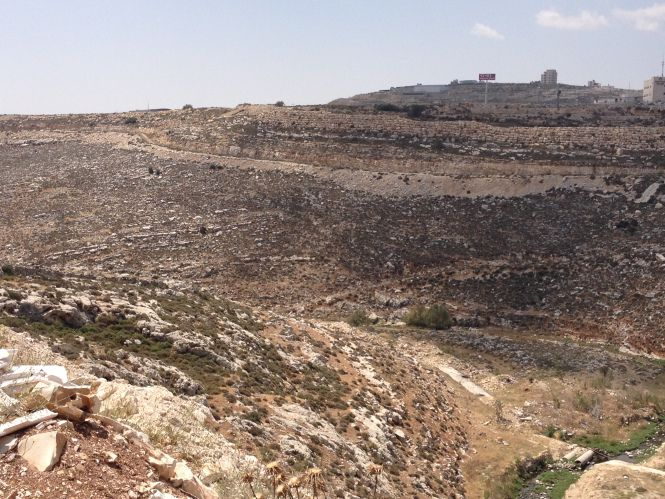Valley in which Jonathan and his armor bearer fought the Philistines in 1 Samuel 14.