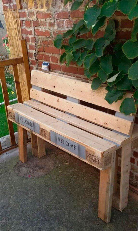 Now this wooden pallet seating bench is very stylish and catching our attention but the magic is that we only had to do a little change with the arm rests. The unorthodox arm rests are a smart economical idea which not only enhances the attraction of the piece but also takes lesser wood.