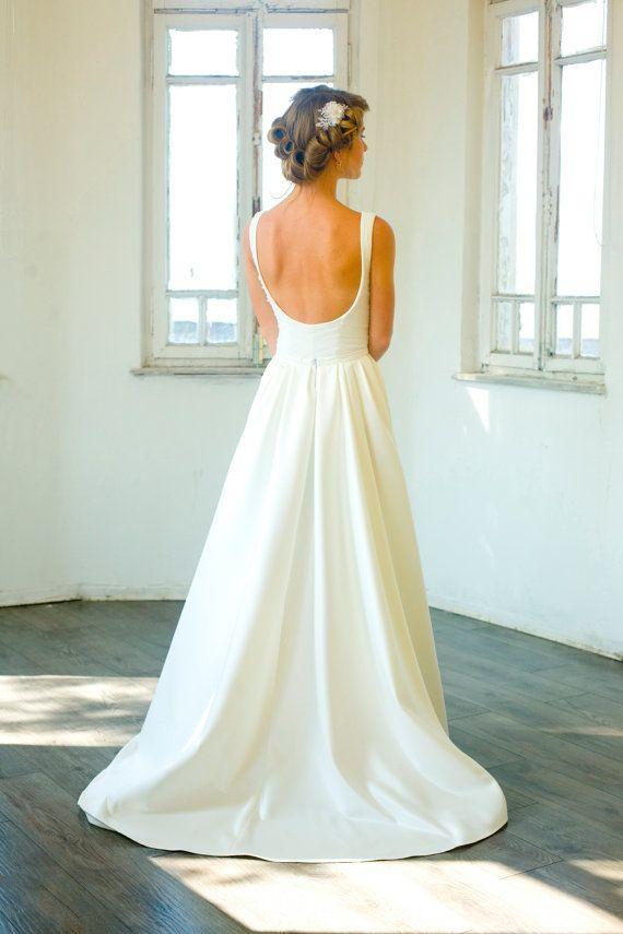 eek beautiful!!  Custom made Chapel Train classic wedding dress, New Ivory/White Wedding dress Bridal Gown custom size 4-6-8-10-12-14
