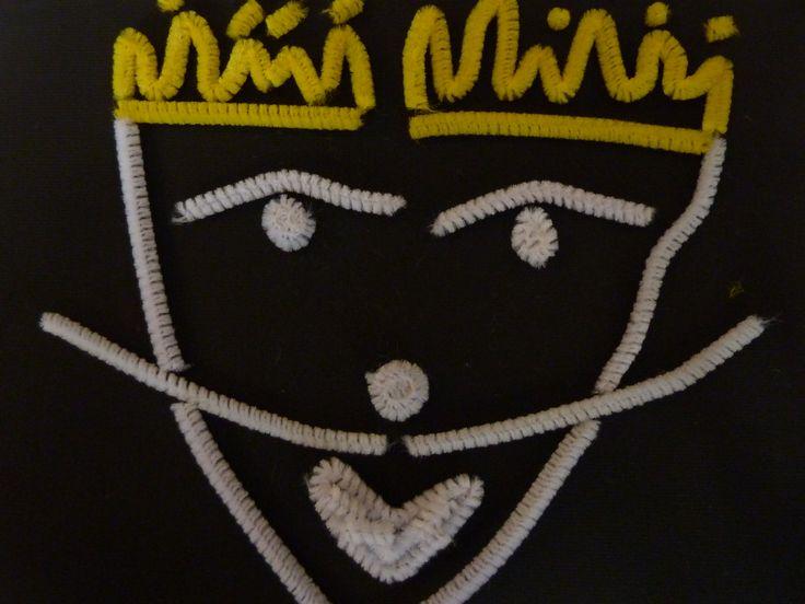 black light puppet theatre and crafts!!! Follow this blog... koyklotheatro.blogspot.gr