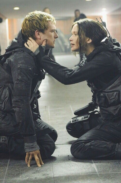 Hunger Games: Mockingjay - Part II - Peeta and Katniss