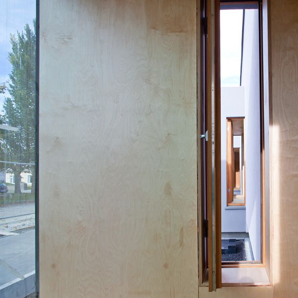 Along the perimeter timber pods surround the main space in the form of oriel windows providing more intimate reading areas, framing a suburban context