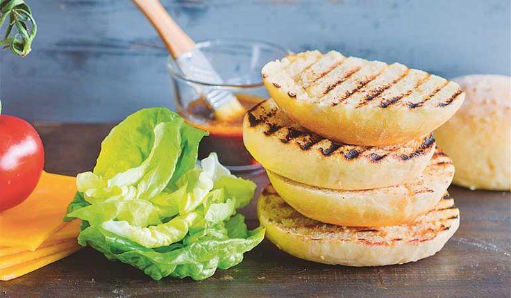 Burger sind ok mit den richtigen Brötchen... fkt. auch wunderbar mit Roggen / Dinkelmehl anstelle von Weizenmehl. und nicht zu groß / breit machen.