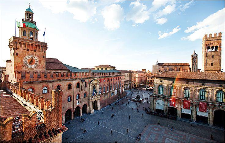 Bologna. Piazza Maggiore.