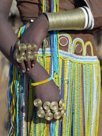 Finery of a Datoga Woman, Tanzania Photographie par Nigel Pavitt sur AllPosters.fr