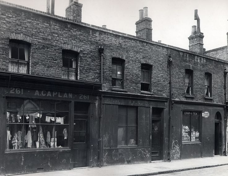 Grocer, draper and furniture makers' workhomes with living accommodation above shops or workshop | 261-265 Brick Lane, London | c1900 | © Tower Hamlets Local History Library