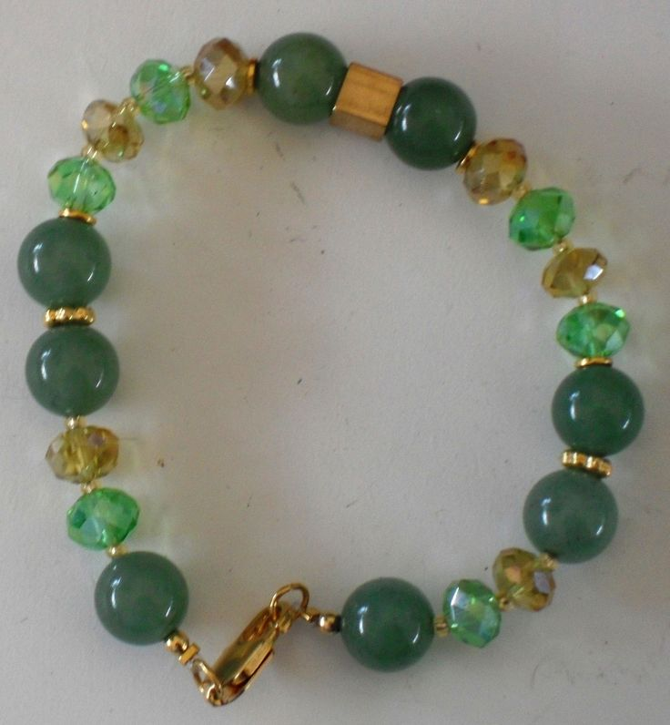 Pulsera en jade y cristales.