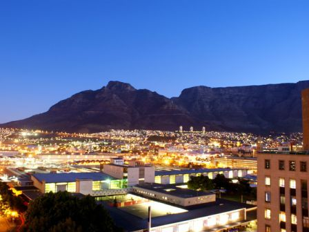 Cape Town Mother City Penthouse Accommodation   Fountains is a 11th floor apartment with fantastic views of the city, the mountains and the harbour