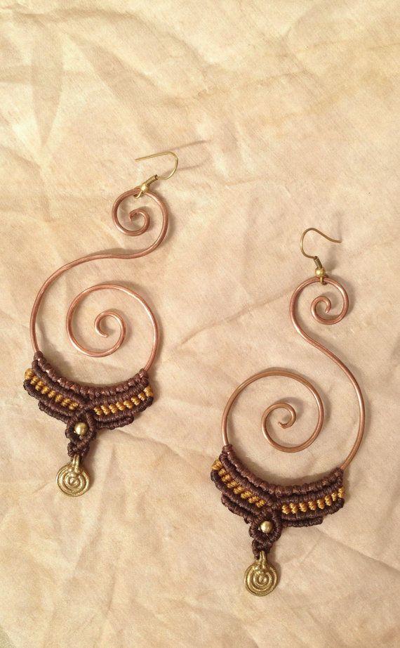 Questo orecchini macrame di bello stile tribale fatta dalla spirale di filo di rame.    Il maretial del macrame  stringa impermeabile cerato - si