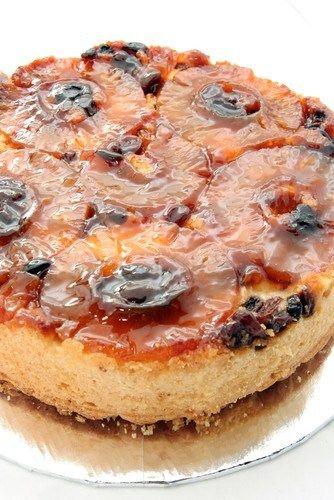 Пирог с бататом, изюмом и корицей