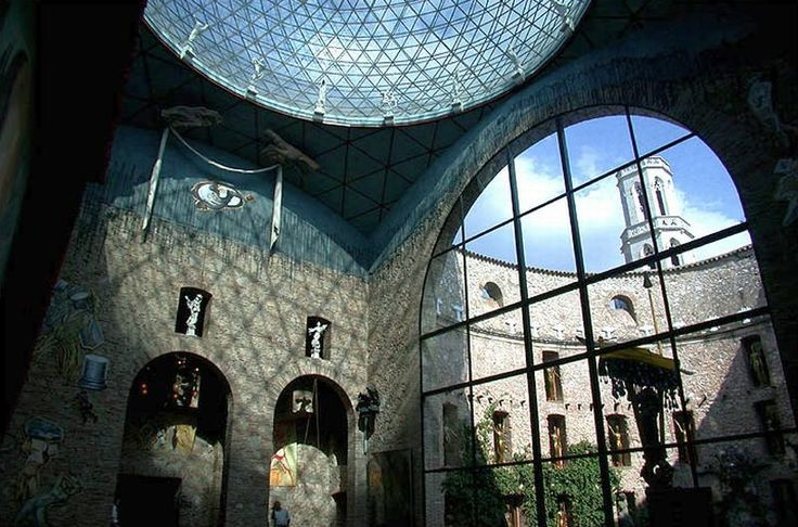 Музей Сальвадора Дали в Фигерасе: http://travelshop1.com/excursions-in-the-salvador-dali-museum-in-figueres/