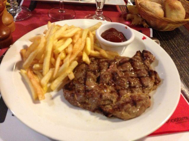 Entrecôte frite /// $$$ - /// viande rouge (entrecôte, faux-filet, tranche, etc...), frites, salade