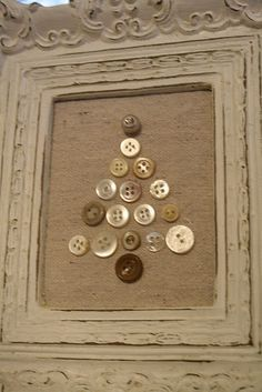 button christmas tree on burlap. super easy, super cute, super cheap if you have lots of buttons