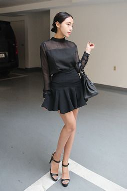 Today's Hot Pick :フェミニンミニフレアスカート【DARK VICTORY】 http://fashionstylep.com/SFSELFAA0013921/khyelyunjp/out フェミニンなミニフレアスカートです。 シャーリングがタップリ入ったフレアデザインがフェミニン度満点♪ ブラウスやシャツをインしてフォーマル風に着こなしても素敵です。 フォーマルにもカジュアルにも着こなせる優秀アイテム☆ S/Mの2サイズです。 下記の詳細サイズを参考にしてください。 ◆2色: ホワイト/ブラック