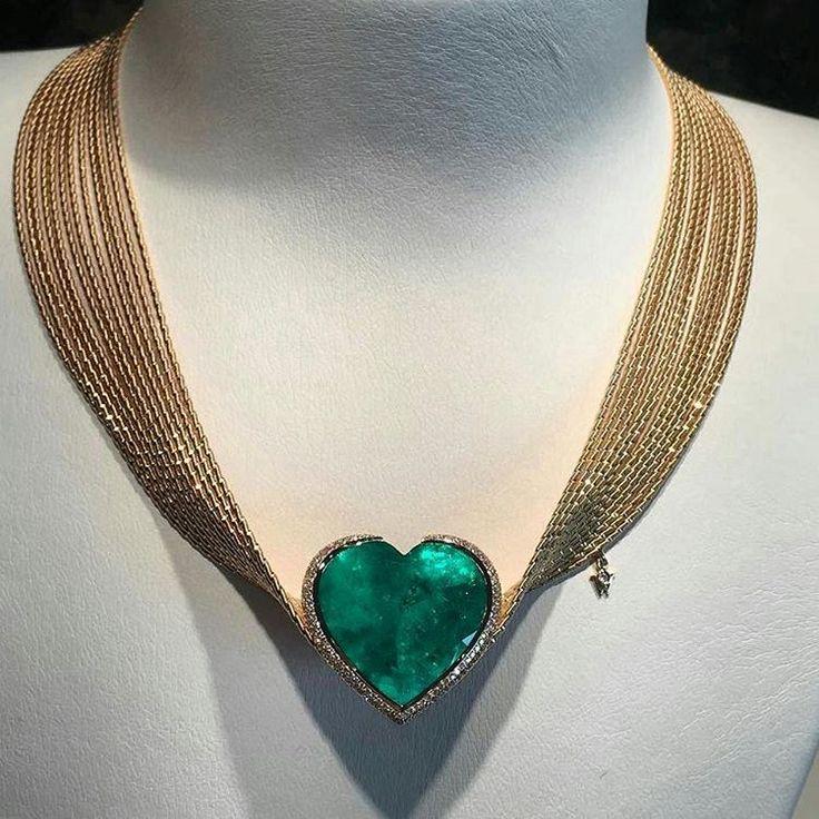 Are you surprised by this design? 46 carat #emerald by Wellendorff  @wellendorff1893  via @eris_panda #wellendorff #Jewellery #diamonds #Highjewellery #HighJewelry #hautejoaillerie