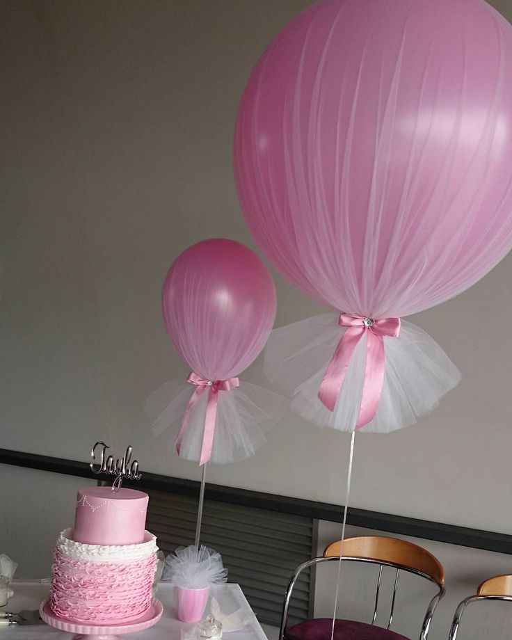 Love our giant tulle balloons and signature medium tulle balloon centrepieces  #tulleballoons #madeinmelbourne #giantballoons #balloonsmelbourne #christeningballoons #originaldesign
