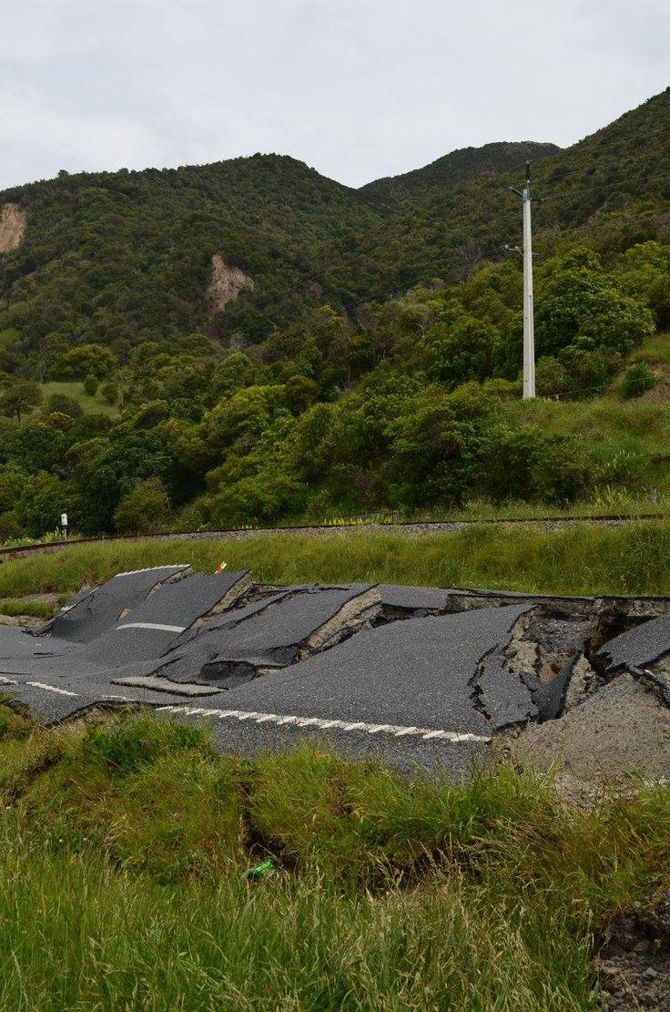 Kaikoura NZ roads following 7.8mag earthquake