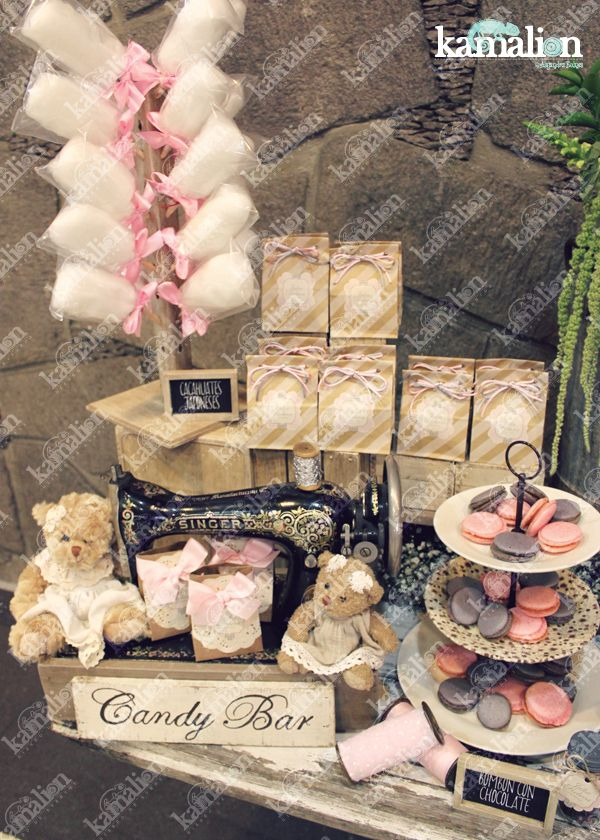 www.kamalion.com.mx - Mesa de Dulces / Candy Bar / Postres / Rosa / Pink / Rustic Decor / Dulces / Madera / Lechero / Maletas / It's a girl / Vintage / Macaroons / Baby Shower / Sewing machine / reloj / clock.