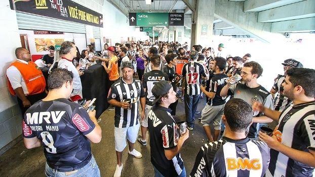 Atlético-MG fez 'open bar' de cerveja no jogo contra o Joinville na Primeira Liga