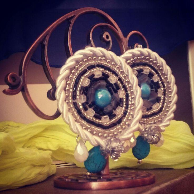 Orecchini modello Etnic Irregular color azzurro e argento. Roue Shyning Collection by Exploit Bijoux