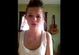 2-May-2014 12:13 - PRACHTIGE STEM VAN MOLLY GAAT VIRAL. De laatste weken voor haar afstuderen van de middelbare school zijn spannend voor Molly Kate Kestner. Het meisje poste 20 april haar eigen nummer...