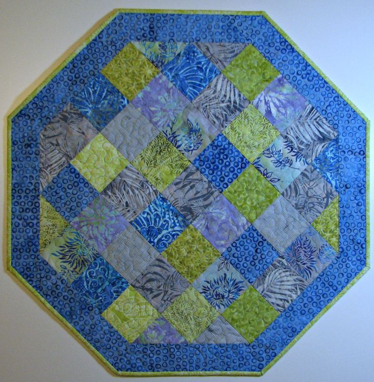 25+ best ideas about Quilted Table Toppers on Pinterest Quilted table runners, Table topper ...