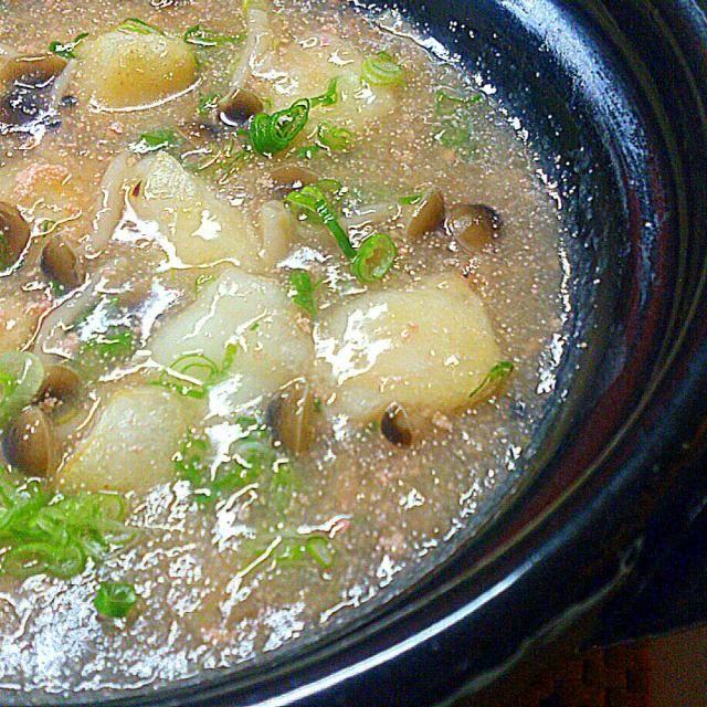 しめじ入りで、生姜もたっぷりきいた明太子(たらこ)入りのあんかけスープにフライパンで揚げ焼きにした熱々のお餅を投入~(*´∀`*) あんかけスープ仕立ての揚げ出し餅です。  生姜たっぷりでめちゃめちゃ温まります~(*´∀`*) - 173件のもぐもぐ - 土鍋で、揚げ餅のしめじ明太子あんかけ~(*´∀`*) by sakurakoaya31