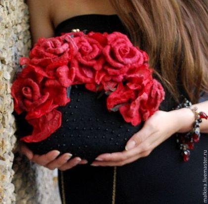 Валяная сумка на цепочке Красные розы - чёрный,валяная сумка,войлочная сумка