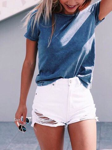 White denim shorts baggy blue tshirt
