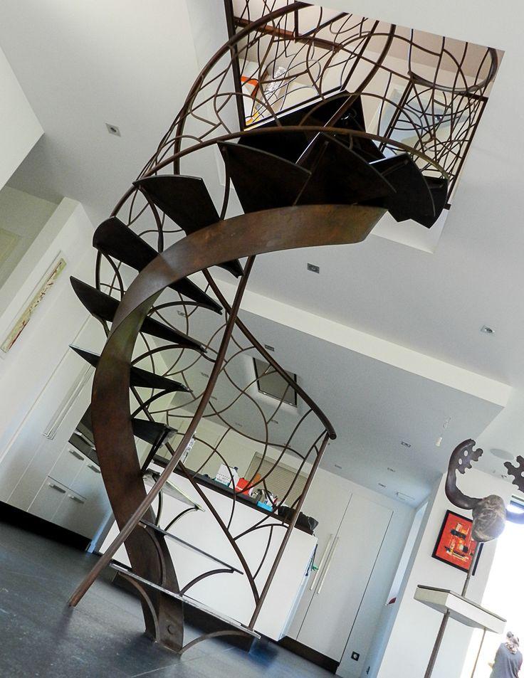 Quelques exemples de nos réalisations en escaliers Venez nous rendre visite à Estaires, nous vous montrerons bien d'autres réalisations et pourrons vous faire une proposition en fonction de vos envies et des éventuelles contraintes techniques de votre maison.