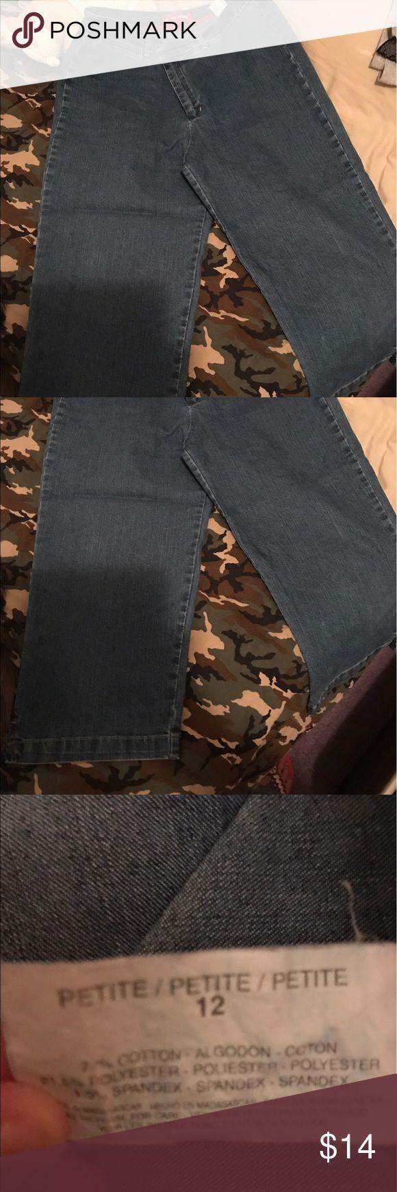 Womens Capri Denim Excellent condition, crop pants Gloria Vanderbilt Pants Capris