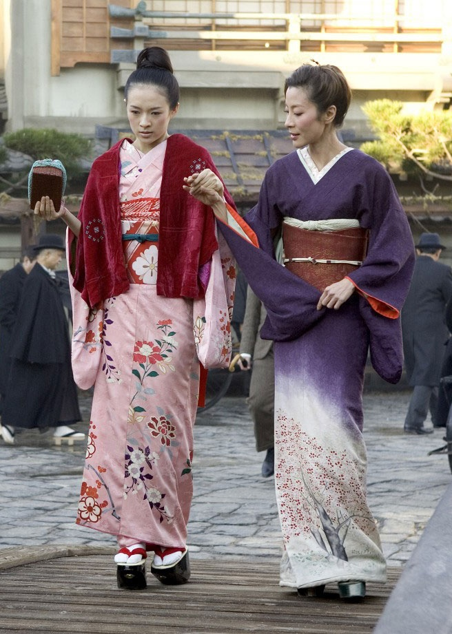 Sayuri (Ziyi Zhang) & Mameha (Michelle Yeoh) 'Memoirs of a Geisha' 2005. Costumes designed by Colleen Atwood.