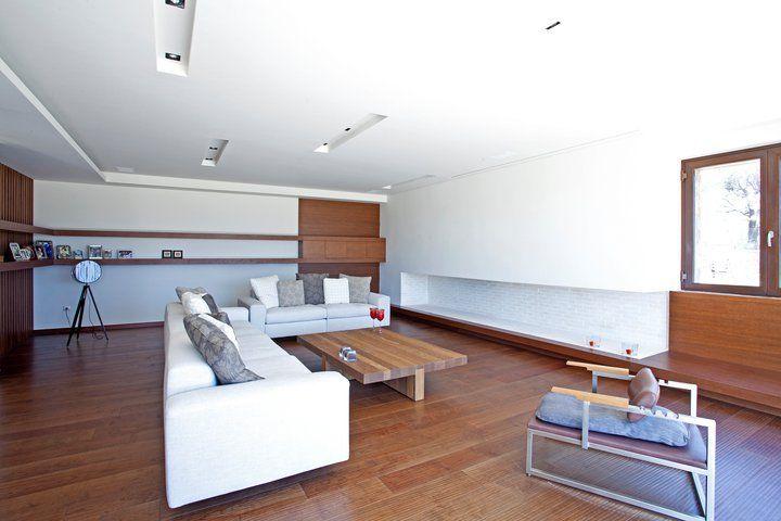 HOUSE INTERIOR IN KERATEA Living room