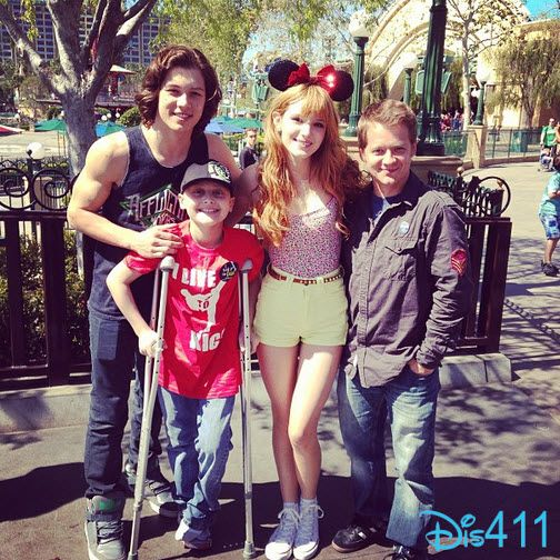Bella Thorne With Leo Howard And Jason Earles At Disneyland Resort.        DUDE LOOK AT HIS MUSCLES!!!!!! HOLY CRAP!!!