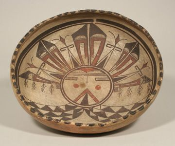 Bowl with Palhik'Mana (Butterfly Maiden) Motif from the Native American Collection at the UVa Art Museum. Хопи, конец 19 века.