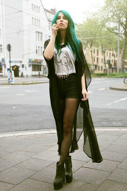 SKIN LIKE PORCELAIN: Idea, Fashionforward, Amazing Hair, Fashion Victim, Fashion Street, Fashion Forward, Green Hair, Fashion Inspo, Spaces Grunge