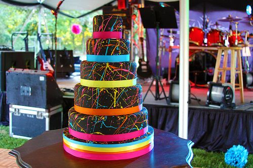 Love this cake. I can't imagine black fondant tastes all that good, but it looks amazing. Would be great for a birthday party too on a smaller scale.