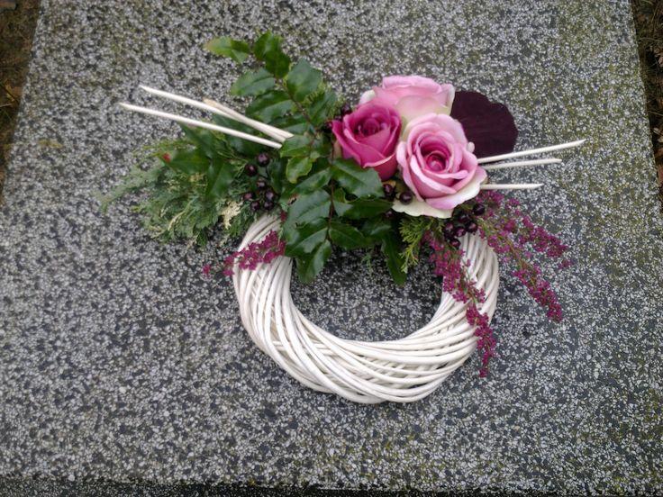 Wianek na Wszystkich Świętych, róże i wrzosiec