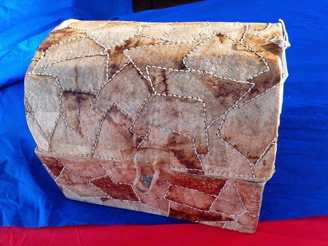 artezeclarindo: esse baú e feito de caixa de papelão