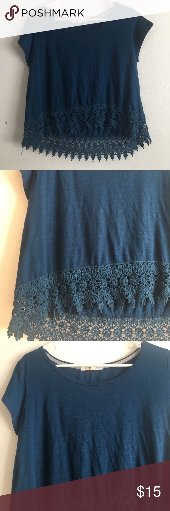 Rewind Crochet Lace Bottom Hem Crop Top Semi cropped fitted top. Features a lovely crocheted hem. Size Medium! Rewind Tops