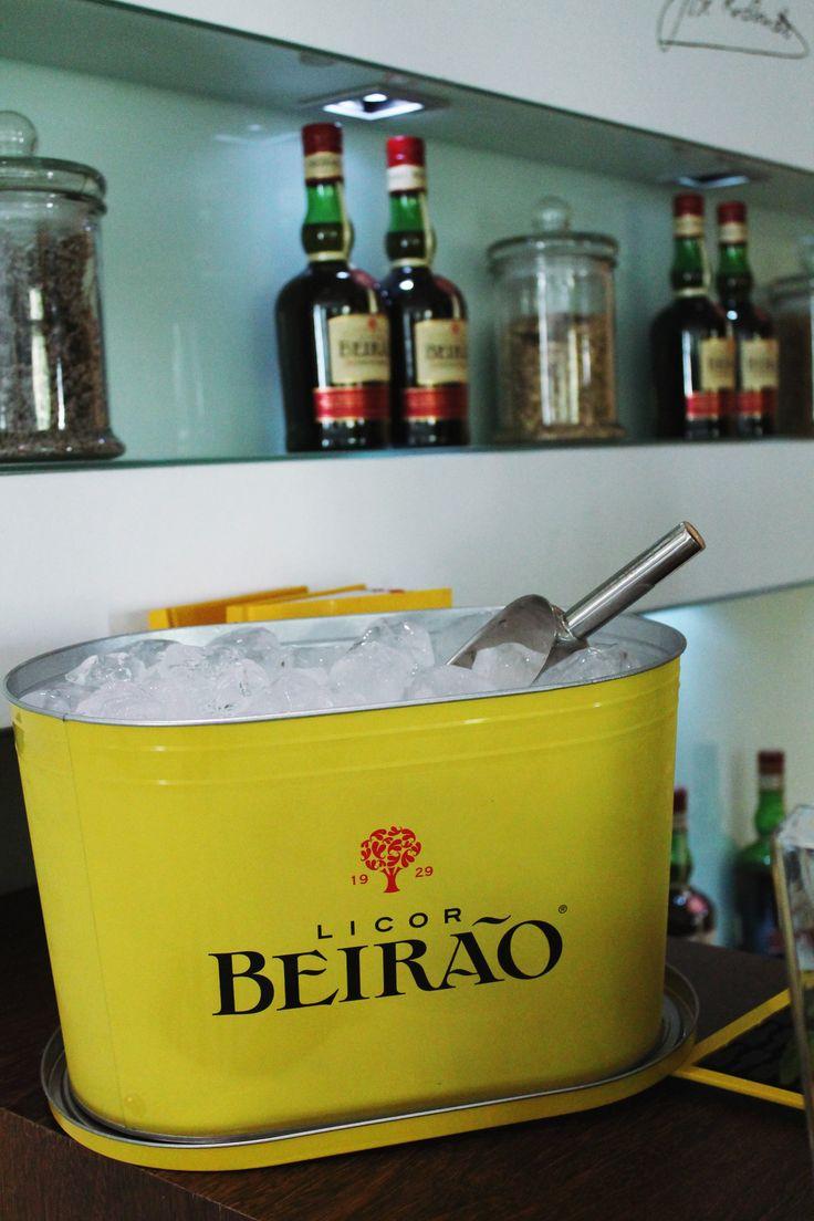 O Licor Beirão assume um carácter revivalista com uma nova coleção de material de bar. Quer sejas barman ou quer tenhas um pequeno bar em casa, o Licor Beirão quer que o faças ao melhor estilo possível. Este balde de gelo com 10 litros é mesmo a tua cara!