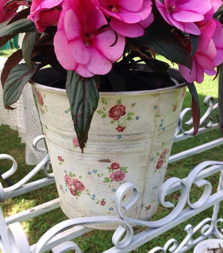 Купить Металлические кашпо для цветов в стиле шебби - белый, шебби шик, сад, цветочный горшок