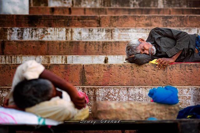Common scene at the Ghats of #Varanasi.  #binoygeorgephotography #binoygeorge #lpmi #NGTIndia #apfmagazine #creativeimagemagazine #LiveBravely #TLPicks #LiveTravelChannel #insidertravel #tripotocommunity #CultureTrip #bbcculture #wonderful_places #tourism #IncredibleIndia #iamnikon #indiaphotosociety #YourShotPhotographer #dslrofficial #photographers_of_india #Culture #discoverindia #OutlookTraveller #people @pictures.of.india @talent.of.india @dslrofficial @indiashutterbugs @india.explore…