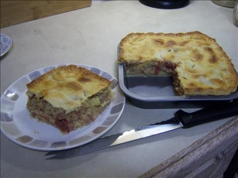 A simple Corned beef and potato pie recipe for you to cook a great meal for family or friends. Buy the ingredients for our Corned beef and potato pie recipe from Tesco today.