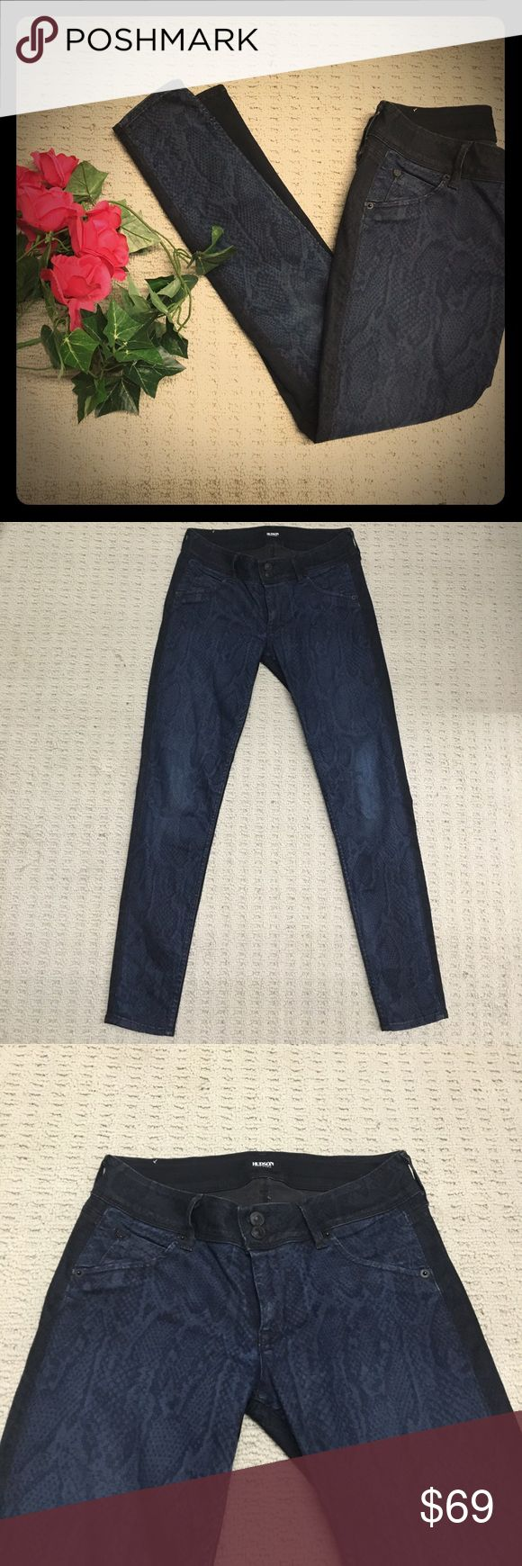 Hudson Vice Versa Skinny snakeskin print jeans Very unique. Gently worn and in good condition. Super dark indigo, almost black in back with a mix of that and a medium blue snakeskin print in front. Super sexy with a cute top and heels, or casual with a tee and white converse. Hudson Jeans Jeans Skinny
