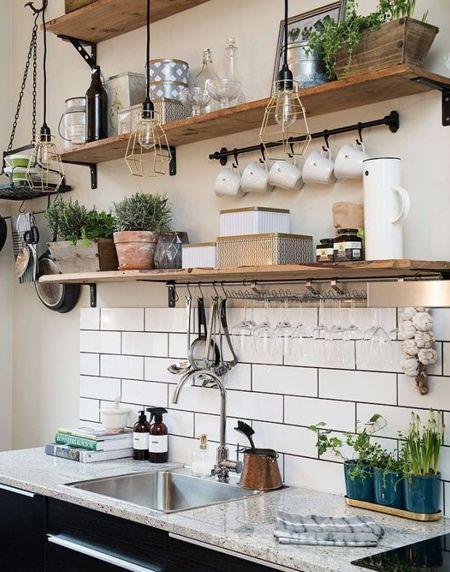Easy rustic wood shelf ideas that you can DIY