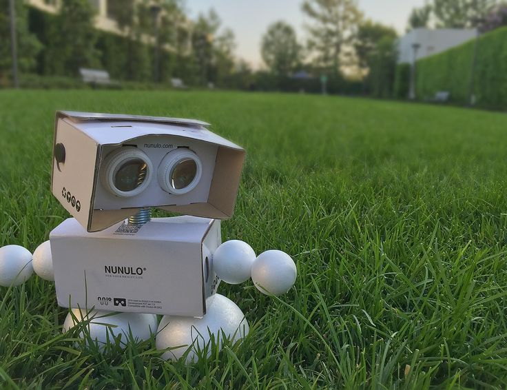 """The Nunulo VR's breakthrough is its """"imbalanced"""" adjustable lenses. Users can move the lenses from side to side to fit the distance between their pupils, and then individually rotate the lenses to bring images into sharp focus. http://gdfl.co/2aaxkhq"""