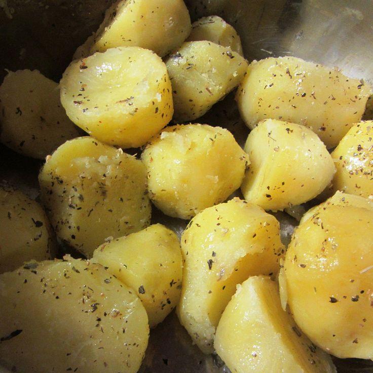 Вареный молодой картофель с петрушкой и оливковым маслом