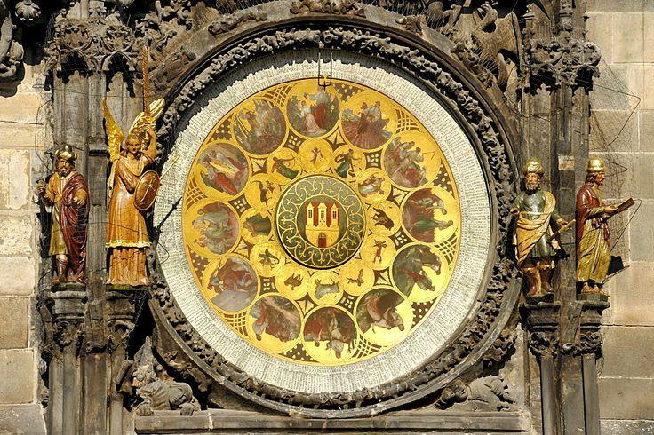 Reloj de calendario del Reloj Astronómico de Praga en la torre del reloj de la Ciudad Vieja Ayuntamiento, Plaza de la Ciudad Vieja, distrito histórico, Praga, Bohemia, República Checa, Europa  Fotógrafo  Raimund Kutter