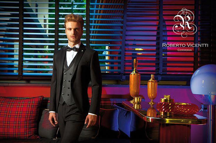 Traje de novio de color negro y pajarita = combinación perfecta para bodas de alta etiqueta. Si quieres un traje elegante y distinguido esta es tu mejor opción.  #robertovicentti #bodasetiqueta #altaetiqueta #bodaformal #bodaclásica #novioclásico #trajesdenovio #tendencias #novio #weddingtrends #trajesnovio #bodas #miguelcarreguí #castellón